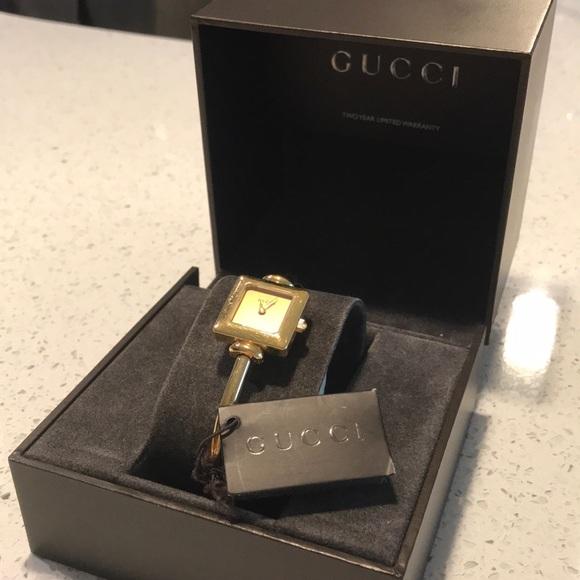 048205cc05f Gucci Accessories - Gucci 1900L Watch